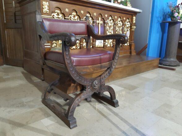 Nowy fotel na miejscu przewodniczenia