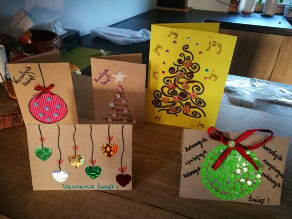 Kartki świąteczne przygotowane przez dzieci z Giewartowa